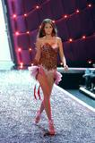 Flavia de Oliveira - Victoria's Secret Fashion Show, November 16 2006 x7HQs