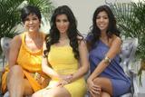 [IMG]http://img18.imagevenue.com/loc815/th_00165_celeb-city.org_Kim_Kardashian_Monte_Carlo_Television_Festival_06-10-2008_045_122_815lo.jpg[/IMG]