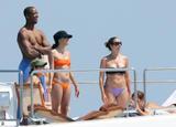 th_27992_eva_longoria_bikini_forum.ns4w.org_33_122_889lo - Hallelujah, Eva Longoria ressort le bikini